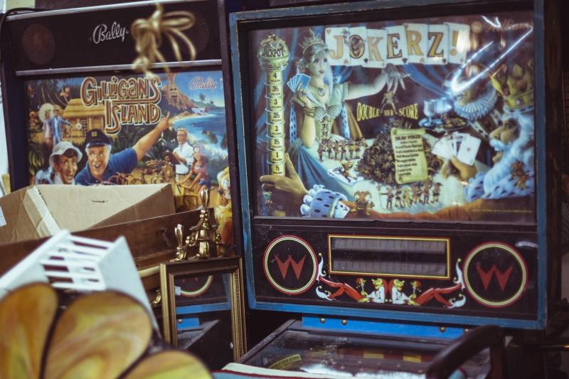 8689240-vintage-arcarde-game-machines